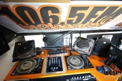look-around-studio-in2beats-radio-1065fm-08